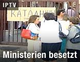 Demonstranten vor Ministerium