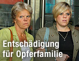 Die Mutter und Schwester, Sally und Gemma Dowler, der ermordeten Schülerin Milly Dowler
