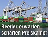 Containerschiff in Hafen von Rotterdam