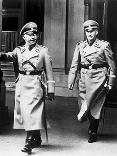 Reinhard Heydrich mit SS-Chef Heinrich Himmler 1930 in Wien