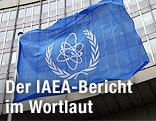 Die Fahne der Internationalen Atomenergiebehörde IAEA vor der UNO-City