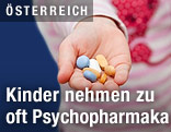 Hand mit Tabletten