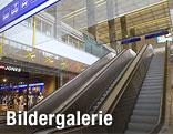 Rolltreppe zum Shoppingcenter im Westbahnhof