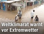 Überflutete Hütten in Kenya