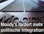 Moody's-Schild auf einem Gebäude
