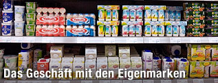 Kühlregal im Supermarkt