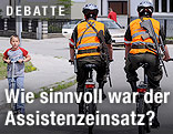 Soldaten auf Kontrollfahrt per Fahrrad