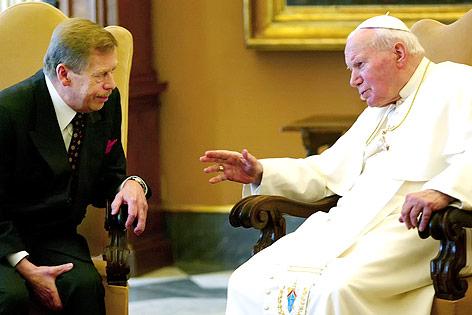 Vaclav Havel mit Papst Johannes Paul II.