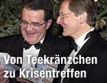 EU-Kommissionspraesident Romano Prodi und Bundeskanzler Wolfgang Schüssel in der Silvesternacht 2002 mit Euro-Noten