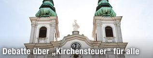 Außenansicht der Mariahilfer Kirche in Wien