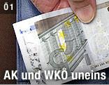 Hand hält 5-Euro-Schein
