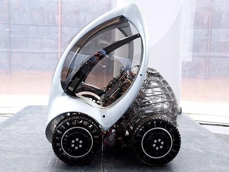 Prototyp des Elektroautos Hirinko im zusammengefalteten Zustand