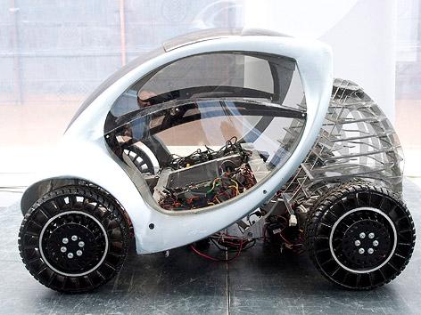 Prototyp des Elektroautos Hirinko im Normalzustand