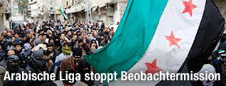Demonstranten auf einer Straße in Syrien
