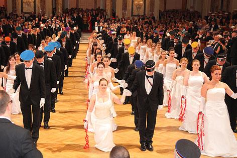 Tanzpaare bei der Eröffnung im Rahmen des Balles des Wiener Korporationsringes (WKR)