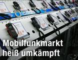 Verschiedene Handymodelle in einem Elektrowarengeschäft
