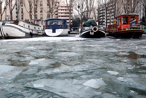 Gefrorener La Villette Kanal in Paris