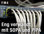 Netzwerkkabel in einem Serverraum