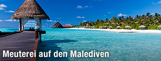 Hütte, Steg und Strand auf den Malediven