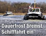 Schiffe auf halb eingefrorenem Fluss
