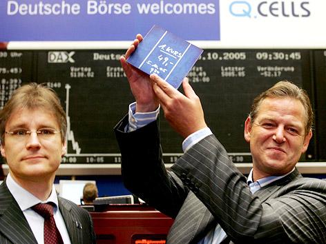 Q-Cells-Vorstandsvorsitzender Anton Milner und sein Finanzvorstand Hartmut Schüning beim Börsengang des Solarkonzerns 2005