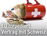 Euro-Scheine und -Münzen fallen aus einer liegenden Tasse im Design der Schweizer Flagge