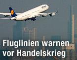 Ein Lufthansa Airbus A340 hebt vom Flughafen Frankfurt ab