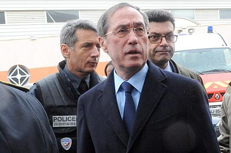 Französischer Innenminister Claude Gueant am Ort der Schießerei
