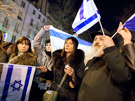 Trauernde Mitglieder der Jüdischen Gemeinschaft in Paris