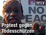 Demonstranten und Transparente