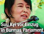 Friedensnobelpreisträgerin und NLD-Parteichefin Aung San Suu Kyi während einer Wahlrede in Burma