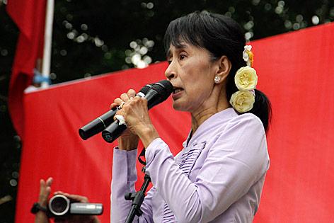 Aung San Suu Kyi während einer Wahlrede