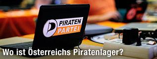 Laptop mit dem Logo der Piratenpartei