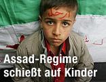 Junge vor Syrischer Flagge