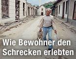 Mann geht durch die Straßen von Sarajevo