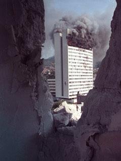 Parlamentsgebäude in Sarajewo in Brand