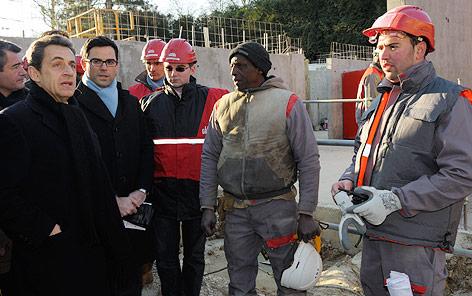 Nicolas Sarkozy besucht eine Baustelle