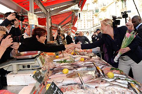 Marine Le Pen wirbt am Fischmarkt für die rechte Front Nationale