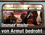 Menschen in der Straßenbahn