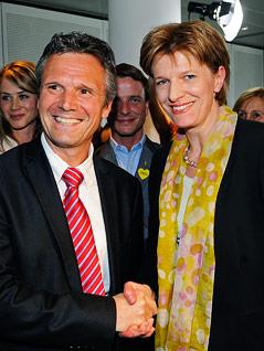 Christoph Platzgummer gratuliert Bürgermeisterin Christine Oppitz-Plörer