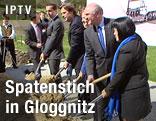 mit ÖBB-Vorstand Christian Kern, LH Franz Voves, BM Doris Bures, LH Erwin Pröll und EU-Vertreterin Desiree Oen beim Spatenstich