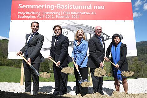 ÖBB-Vorstand Christian Kern, LH Franz Voves, BM Doris Bures, LH Erwin Pröll und EU-Vertreterin Desiree Oen