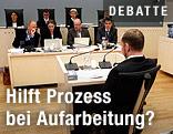 Anders Breivik Behring von hinten mit Blick auf die Richterbank