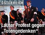 Burschenschafter am Wiener Heldenplatz
