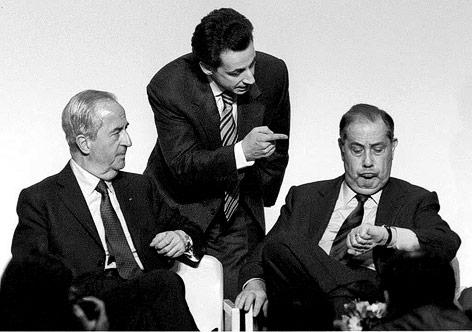 Französischer Premierminister und damaliger Präsidentschaftskandidat Balladur, sein Sprecher Sarkozy und Innenminister Pasqua im Jahr 1995