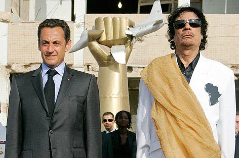Abgewählter französischer Präsident Sarkozy und früherer libyscher Machthaber Gaddafi