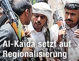 Al-Kaida-Kämpfer und Stammesfüher im Gesprech
