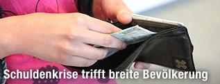 Geldbörse mit einem 5-Euro-Schein