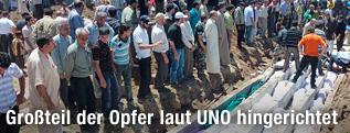 Massenbegräbnis in Hula, Syrien