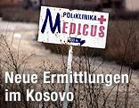 Wegweiser zu einer Polyklinik im Pristina